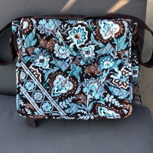 Excellent condition Vera Bradley Messenger Bag